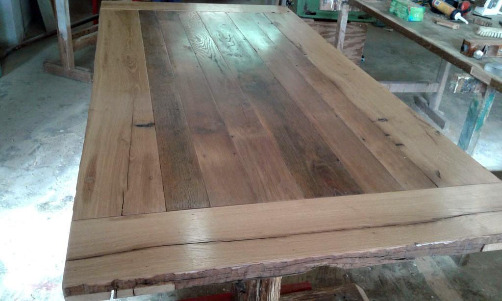 Außergewöhnlicher Tisch aus Altholz